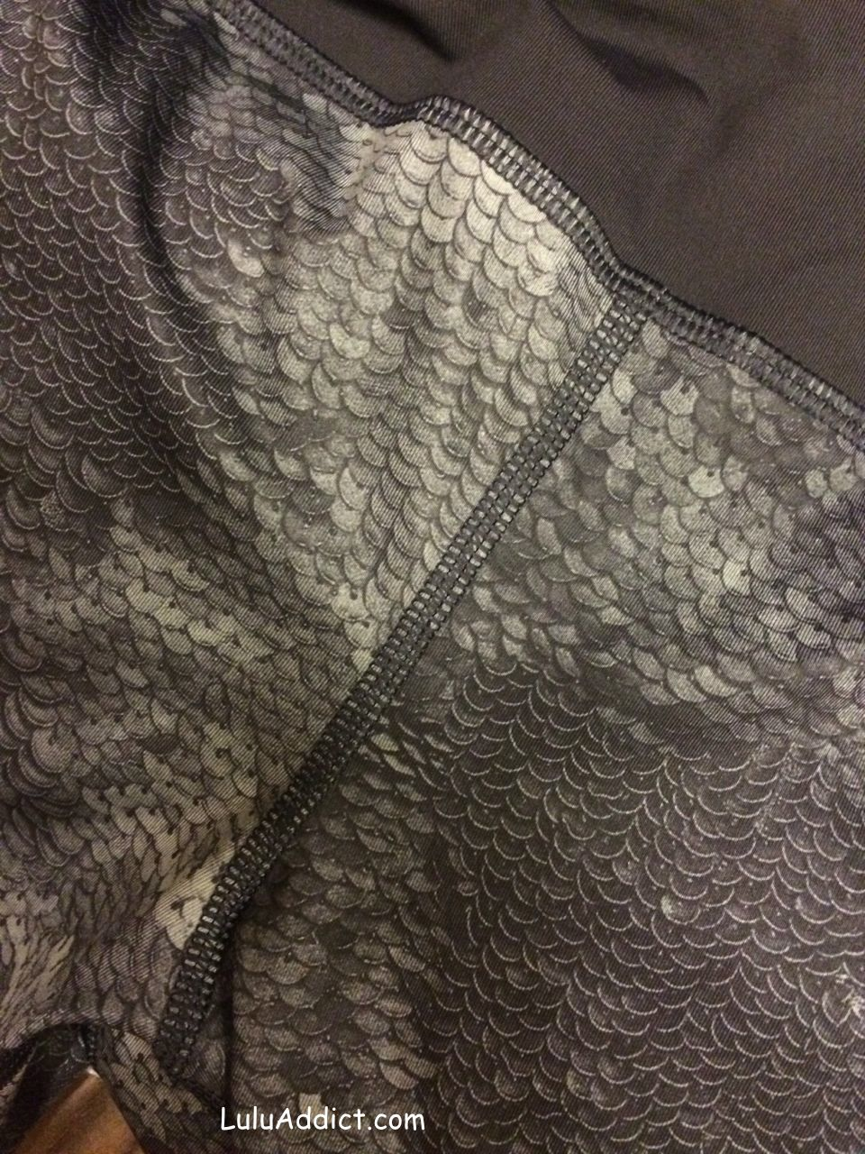 lululemon-sequin-snakeskin speed tight