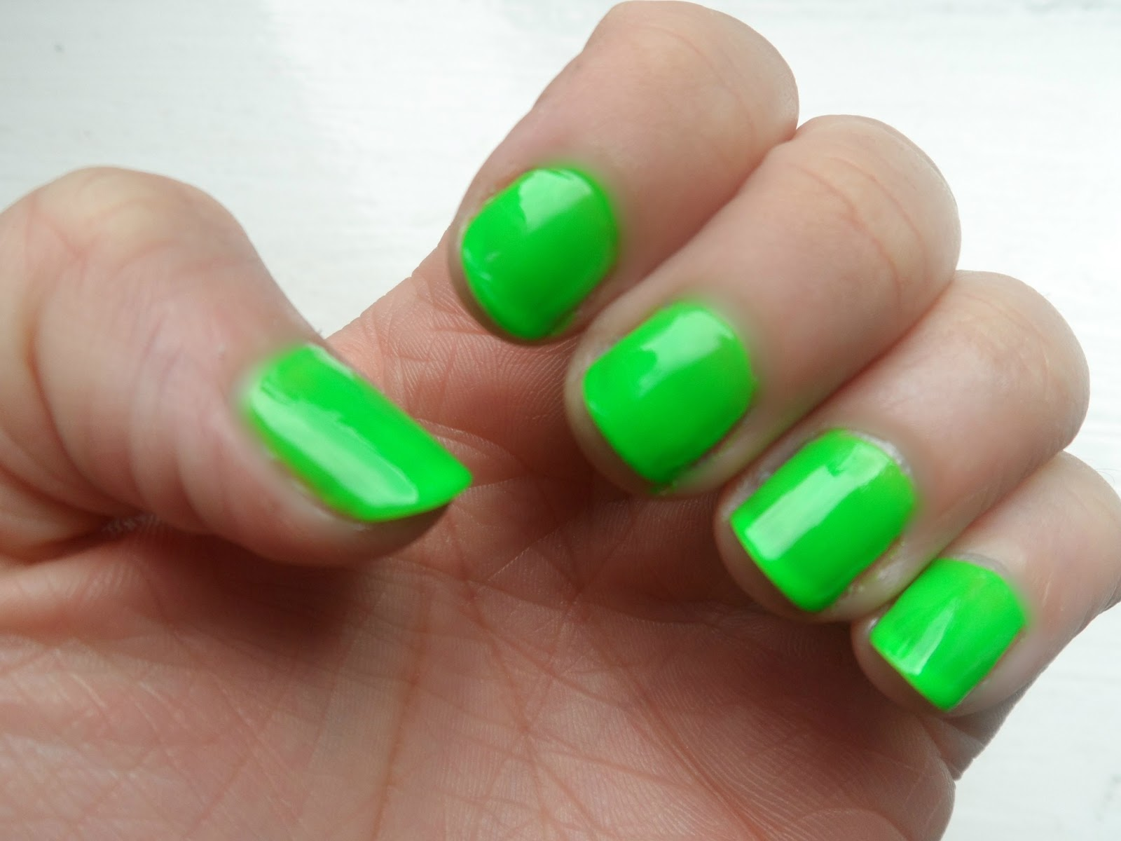 Ohh So Glam: NAIL TREND | Jessie J Neon Green Nails