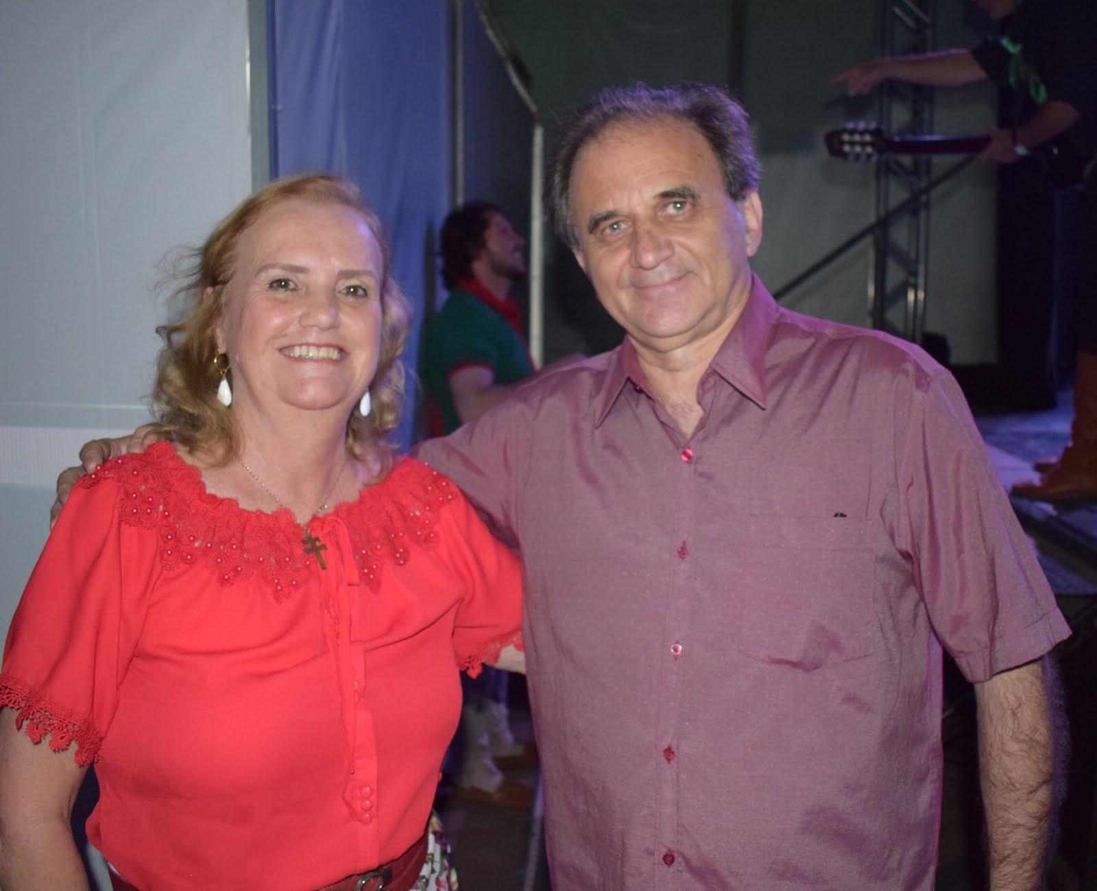 Airton Engster dos Santos e Clary Costa
