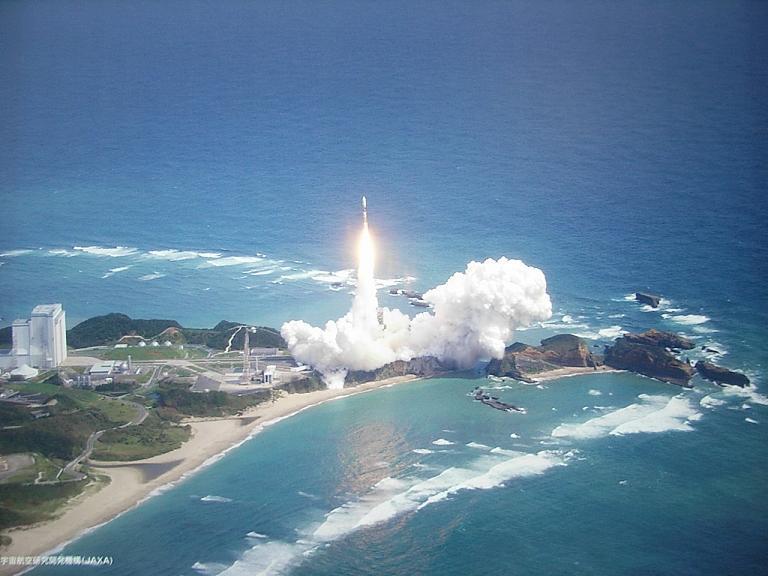 海岸でのスペースシャトル打ち上げ