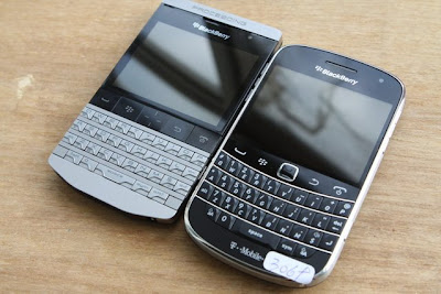 BlackBerry Bold 9980 spotted next to T-Mobile Bold 9900