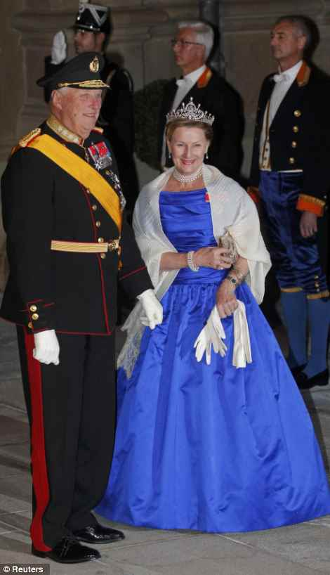 King And Queen Of Norway http://royal-splendor.blogspot.com/2012/10/grand-duchess-stephanie-glitters-at.html