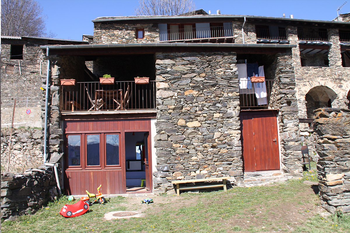 Ruralverd casa rural serrat queralbs ripoll s 13126 - Casa rural queralbs ...