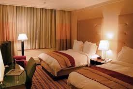 cara aman check in di hotel