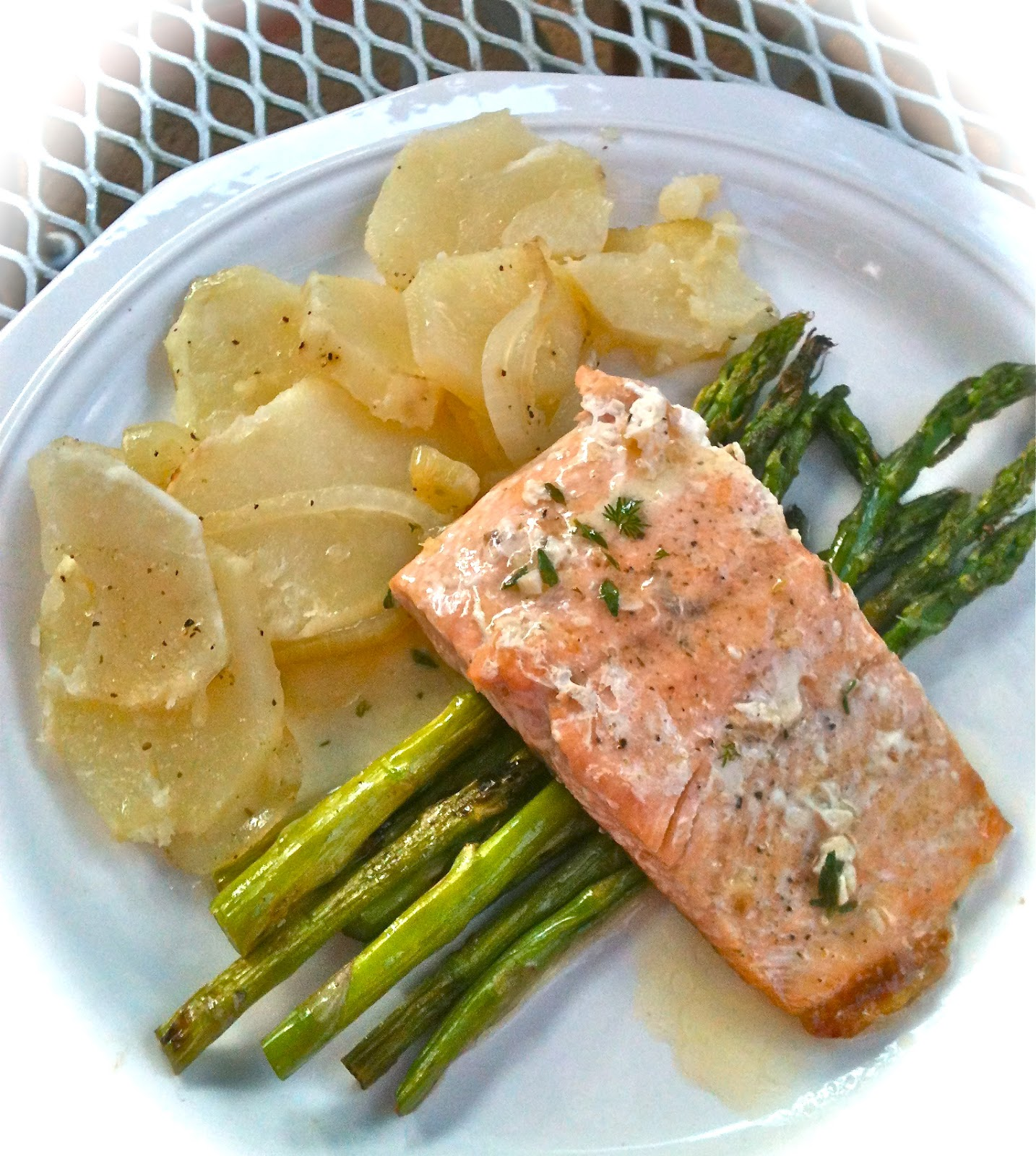 everyday donna: Grilled Salmon With Herbed Lime Butter