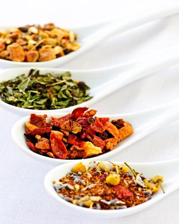 ricette tisane anticellulite, erbe aromatiche per combattere la cellulite