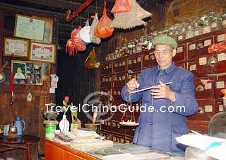 Pharmacist of traditional Chinese medicine