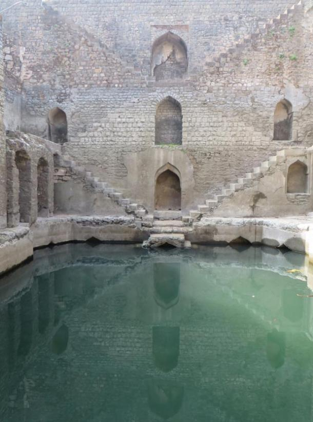 A vav or stepwell apparently still functional in Madhya Pradesh (Image © by Victoria Lautman)