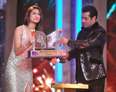 Bollywood, Gauhar Khan, Salman Khan, Showbiz, Television, Reality, Show, Big Boss, Winner, Season 7, Mumbai, Model, Actress, India, Trophy,