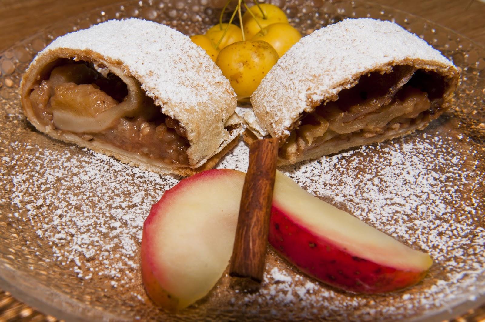 Apfel - Nuss Strudel im Landhaus Blumengarten, Herbst Dessert