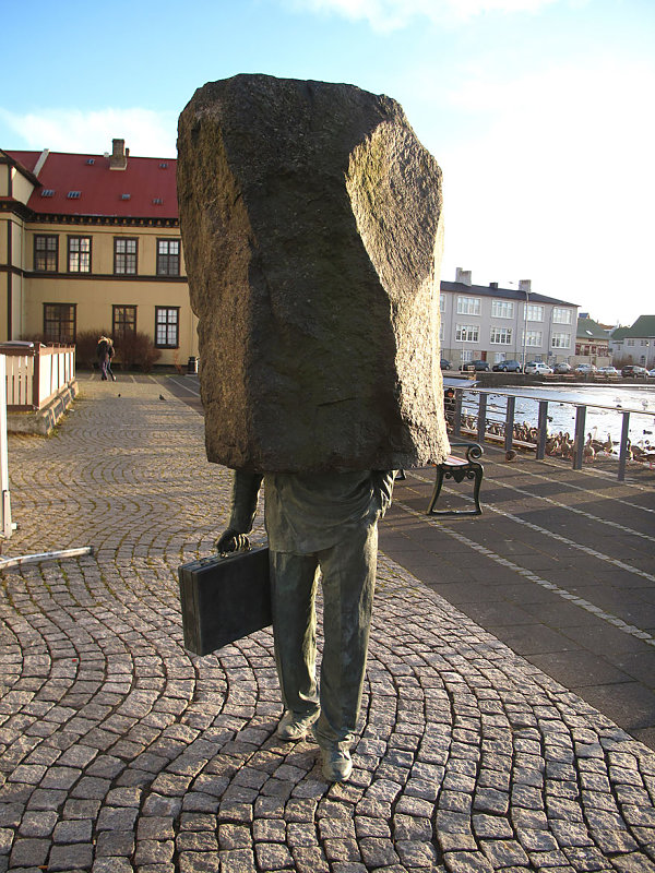 El oficial sin identidad, Reykjavik, Islandia