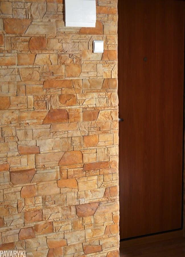 Dekoratyvinis akmuo ant sienos