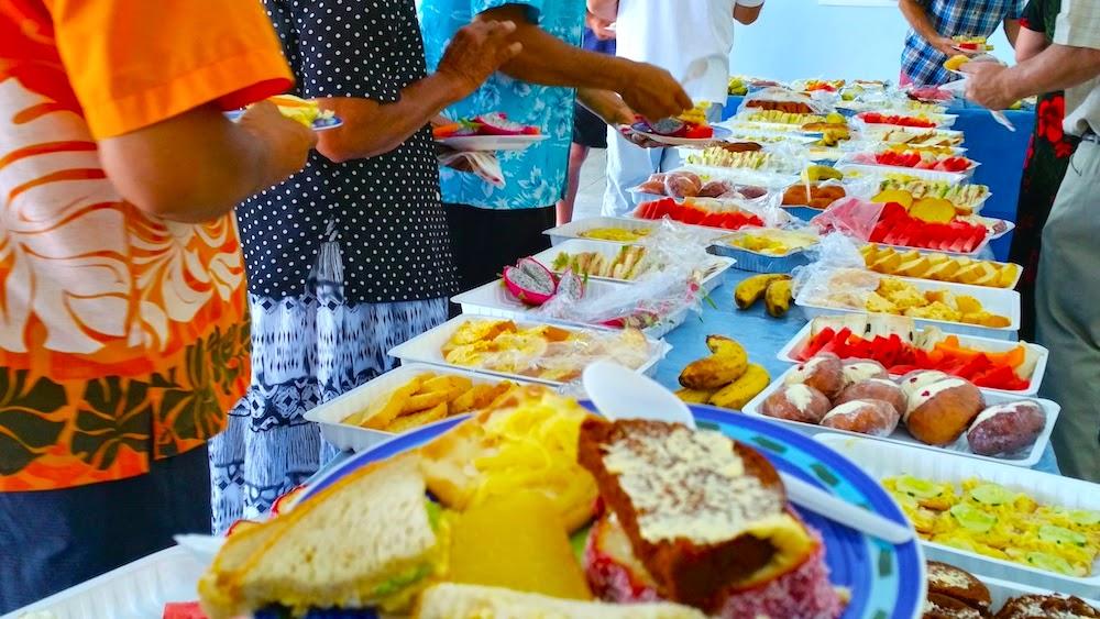 Dopo la messa si mangia e si fa festa con i parrocchiani - foto di Elisa Chisana Hoshi