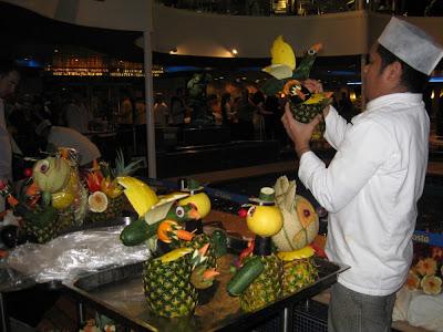Costa Fortuna - Nacht in den Tropen Party mit dekorierten Früchten