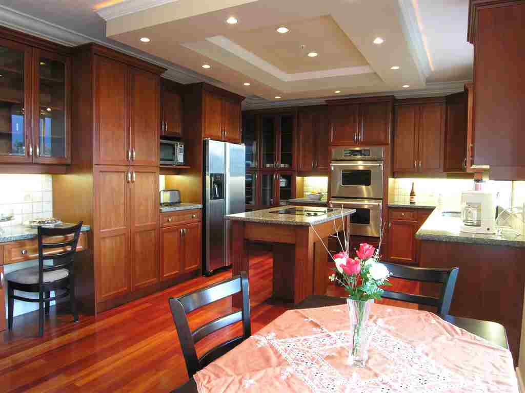 Wooden luxury kitchen wonderful for Photos of kitchen ideas