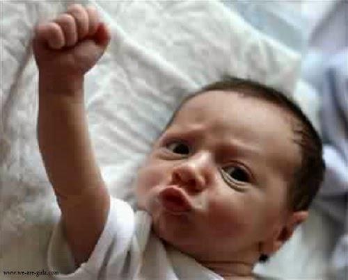 Photo bébé garçon en colère