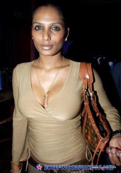 Model Naina Dhaliwal hottest bikini photo | Bolly and Holly