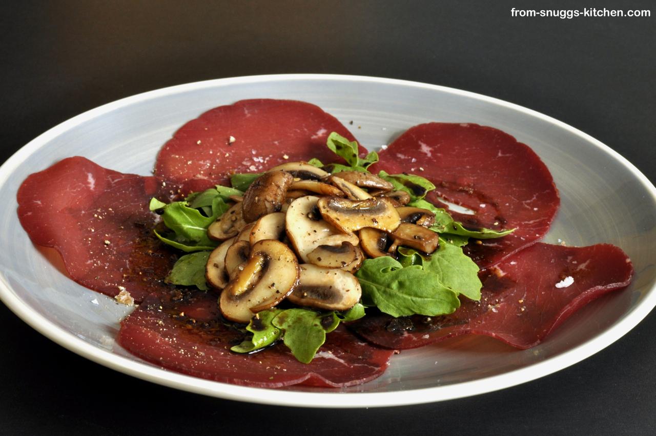 Bresaola mit Pilzen, Rucola & Parmesan
