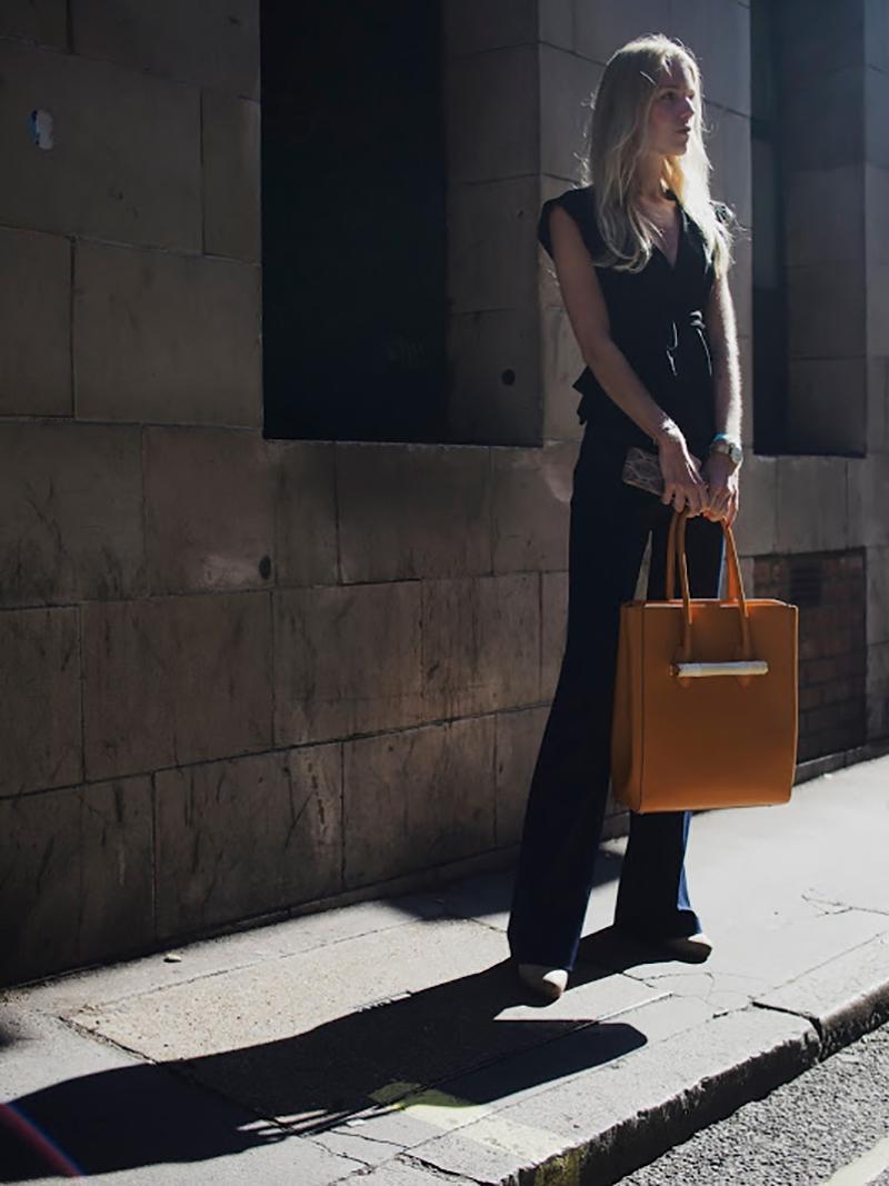 fall-streetstyle-inspiration-denim-sneakers-pants-adidas-white-denim-