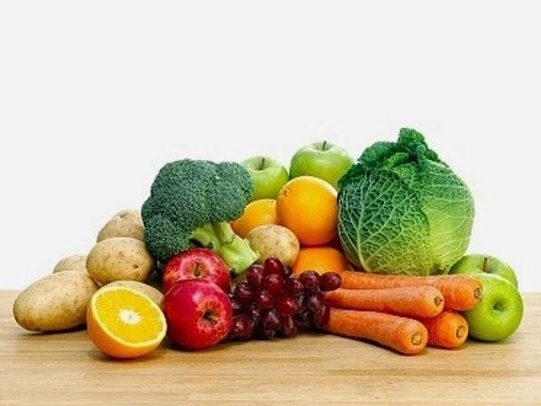 Makan buah dan sayur untuk menjaga kesehatan tubuh di bulan puasa