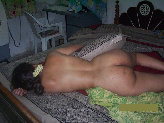 Nude Slepping Housewife Showing Ass