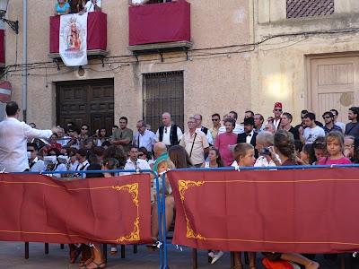 El Coro que interpreta los Himnos de los Episodios Caudetanos.