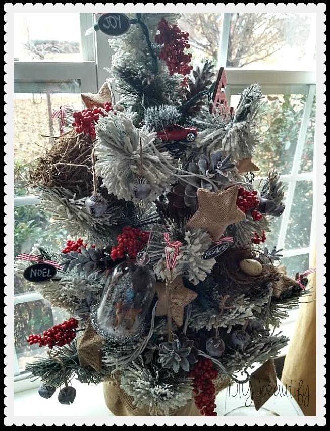 Flocked Christmas Tree Decor at ww.diybeautify.com