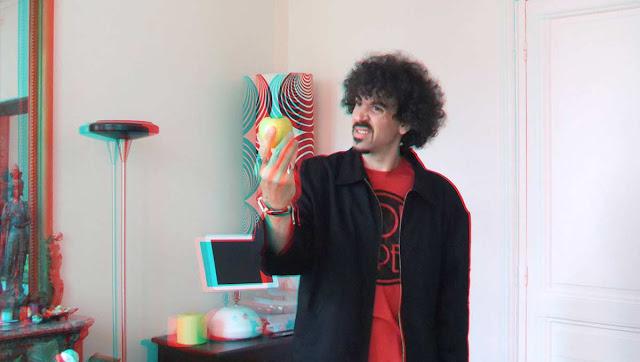 Passage obligé pour entrer dans la 3ème dimension : une paire de lunettes anaglyphes rouge / cyan (en carton, ça suffit).