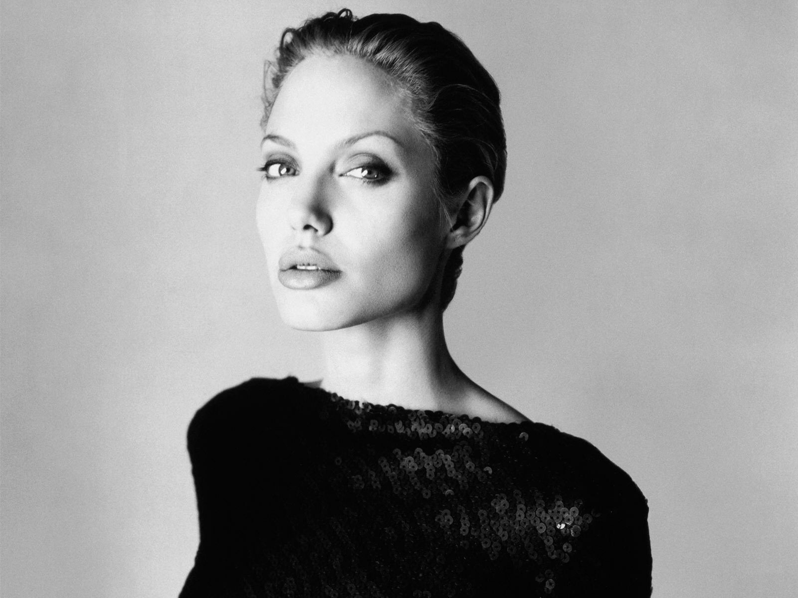 http://1.bp.blogspot.com/-kR4D4r-mcHA/TlDqfeqKs3I/AAAAAAAAHHA/7EgMt8FAjBE/s1600/Angelina_Jolie%252C_Photoshoot.jpg