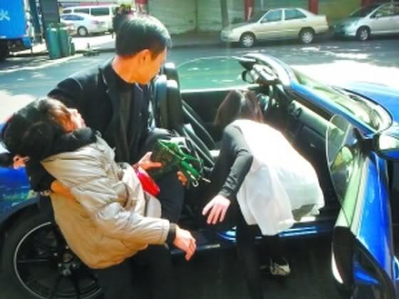 Pengemudi Porsche Seksi Cantik Berhati Mulia http://asalasah.blogspot.com/2013/01/cewek-cantik-china-ini-udah-kaya-dan.html
