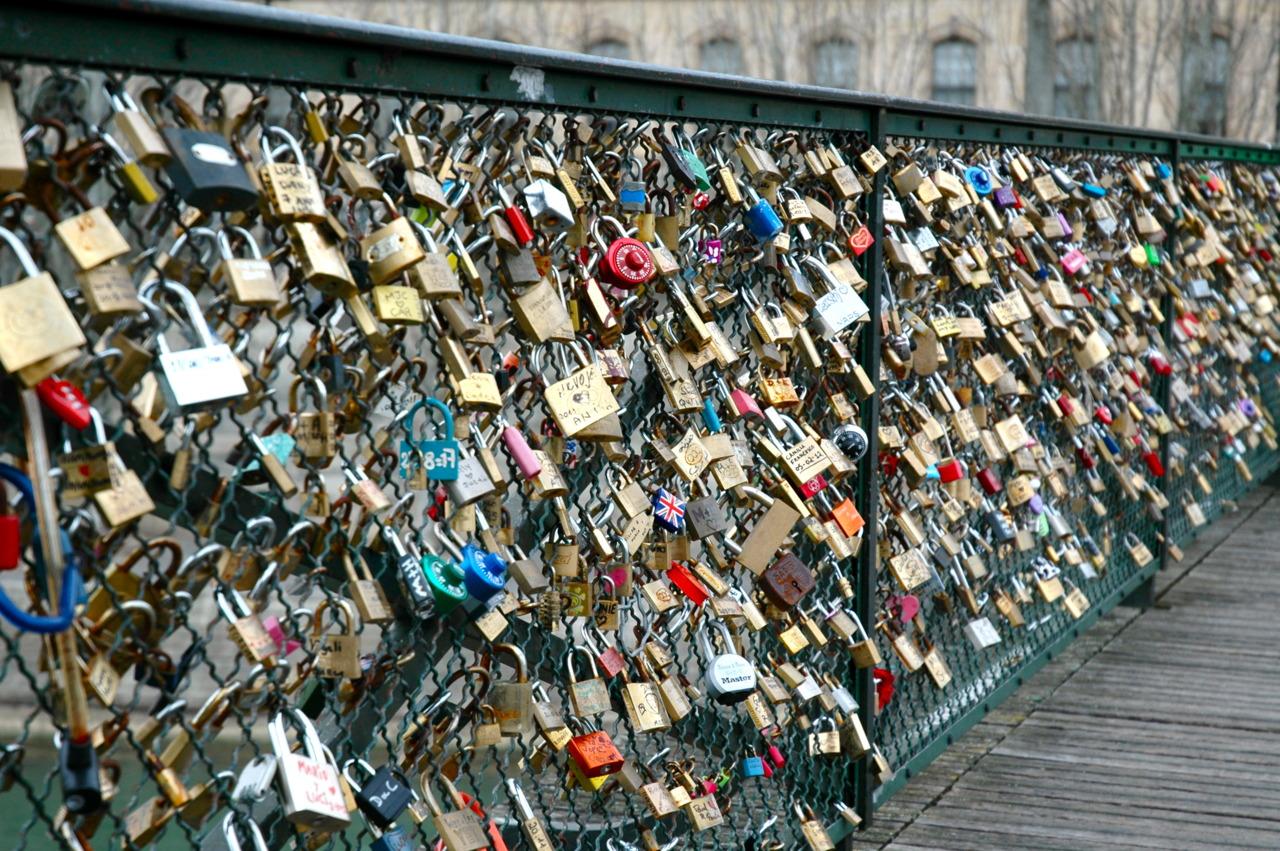 Image gallery lock bridge paris france for The lock bridge in paris
