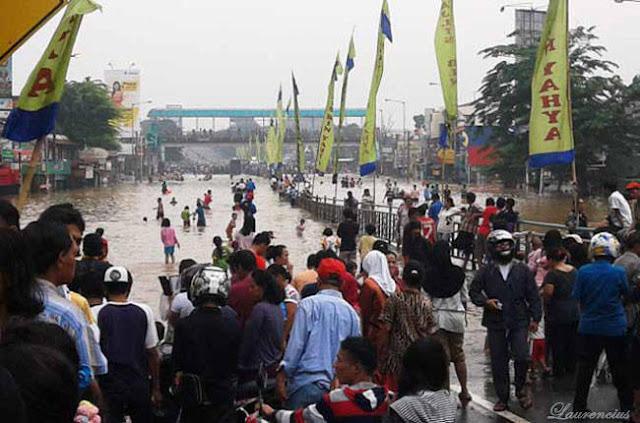Banjir-di-Bukit-Duri-Jakarta