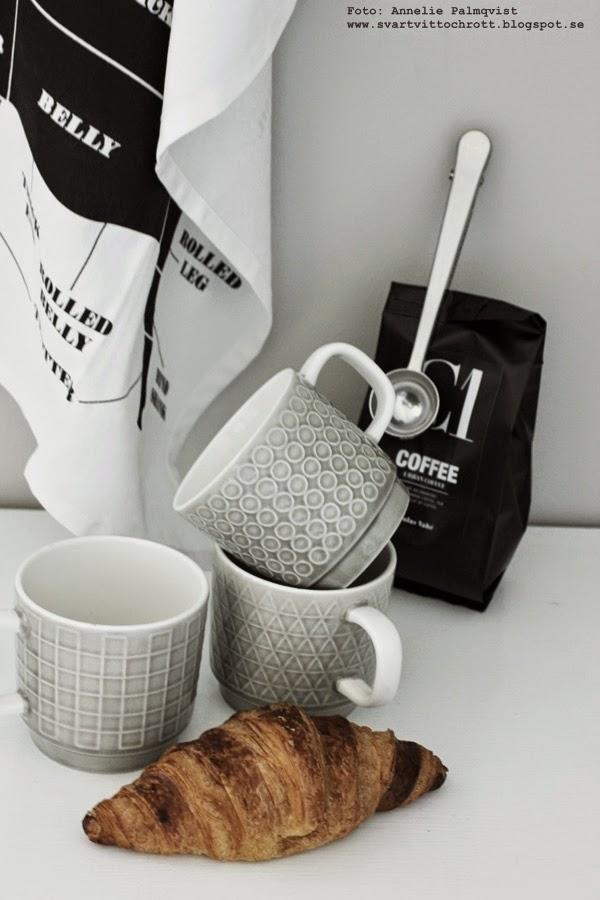 kökshandduk styckningsschema, webbutik, webshop, webbutiker, annelies design interior, annelie palmqvist,  svart och vit kökshandduk, gråa kaffemuggar med tre olika designs, house doctor mugg, kaffe, svartvitt kaffepaket med grafisk stil, kaffesked med clips, ljusgrå porslingmuggar,