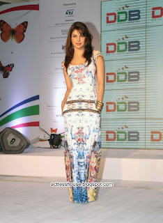 Priyanka Chopra latest hot stills