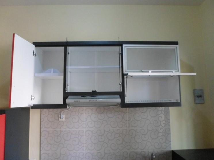 Kitchen Set Lurus Warna Merah Pintu Hidrolis Alumunium Furniture