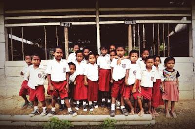 Pendidikan di Indonesia belum merata dan menyeluruh.