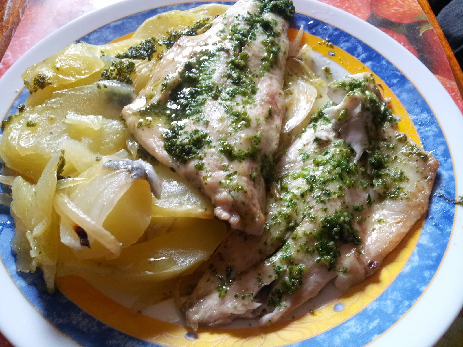 Cocinar y disfrutar filetes de lubina con patatas y for Cocinar con 20 soles