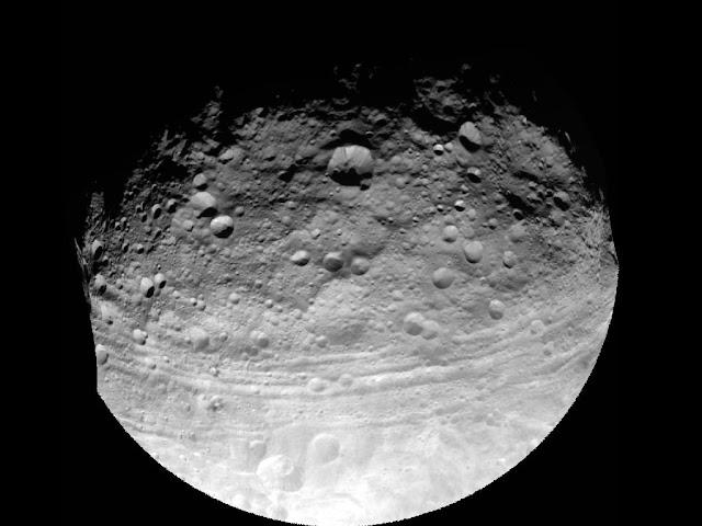 Sonda Dawn faz imagens de Vesta, o segundo maior asteroide do Sistema Solar