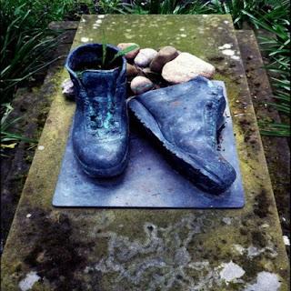Yang Unik dan Menarik Dari batu Nisan...!!! | http://poerwalaksana.blogspot.com/