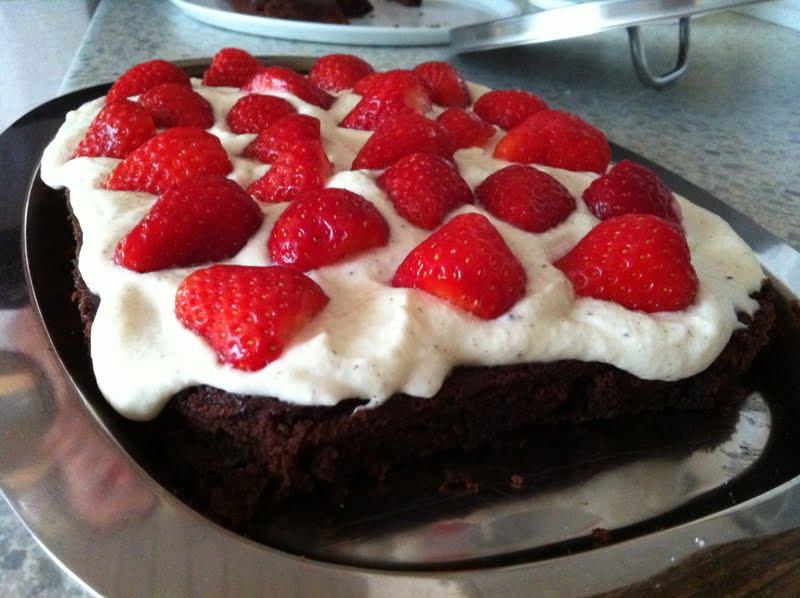 chokoladekage jordbær