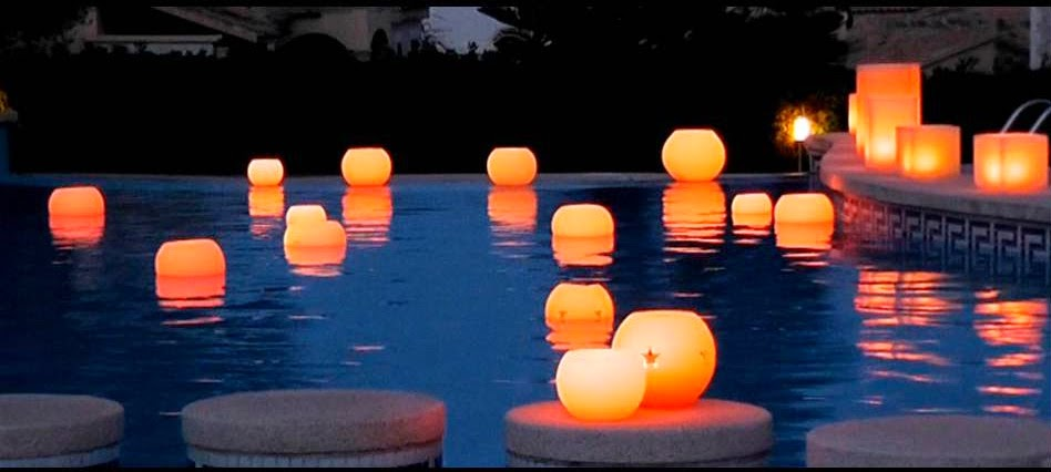 A toda vela xxi velas flotantes ilumina tu piscina y for Velas flotantes piscina