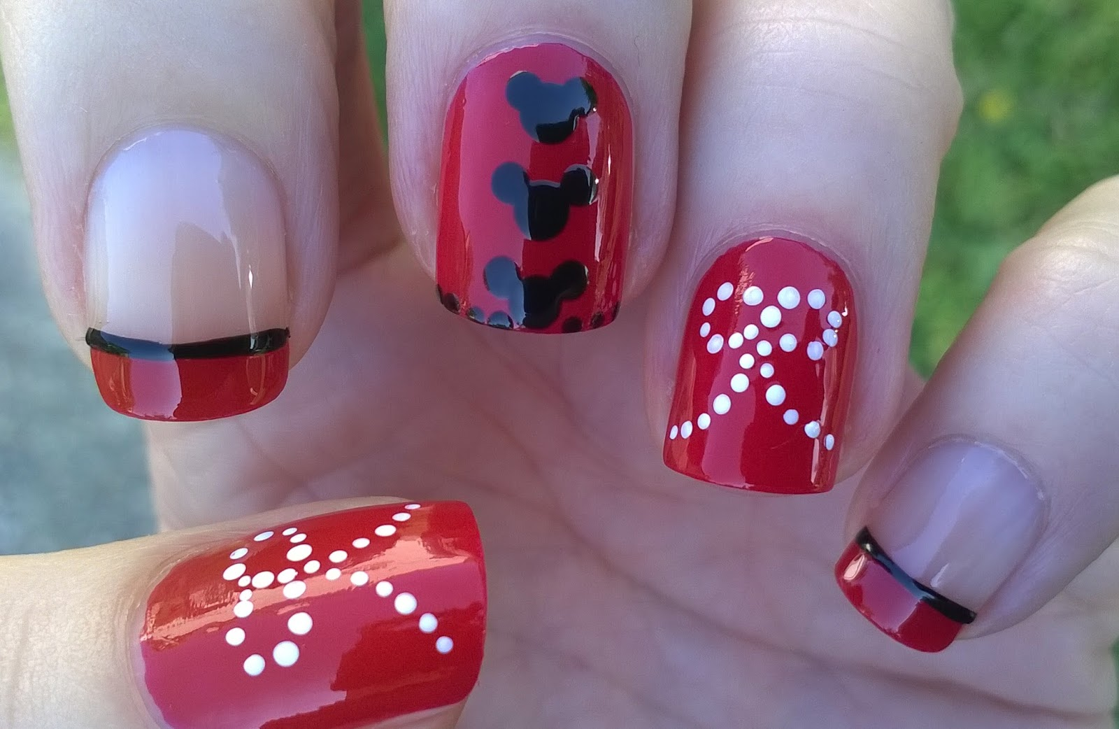Life World Women: Minnie Mouse Inspired Red Nail Art