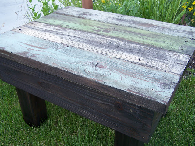 distressed reclaimed wood table http://bec4-beyondthepicketfence.blogspot.com/2011/07/in-distress.html