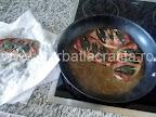 Saltimbocca friptura de vitel pui cu prosciutto si salvie preparare reteta - le repunem in sosul de unt, vin si zeama de lamaie din tigaie