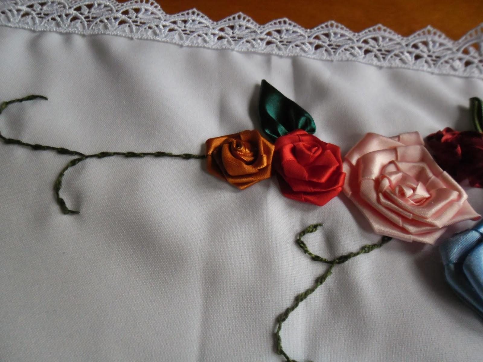 Flores De Cetim   Bina    O Perfeita Nos Caminhos De Mesa