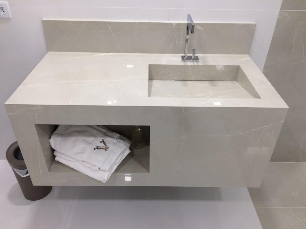 Bel Taglio , cortes especiais em porcelanato Bancada com nicho embutido -> Nicho Banheiro Portobello
