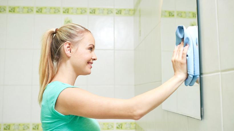 Resultado de imagem para limpando espelho