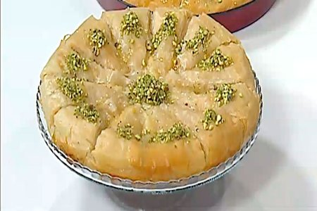 Melt margarine and mix it with sunflower oil Baklava with cream and pistachio recipe