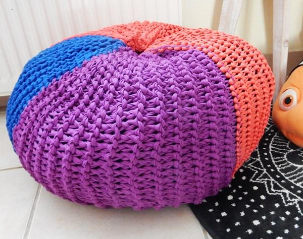 Mon pouf tricoté en trapilho