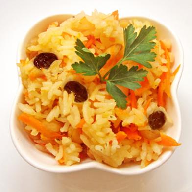 Морковь тушеная с рисом и изюмом